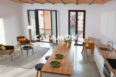 2 Bedroom Duplex Penthouse with Large Terrace in El Clot
