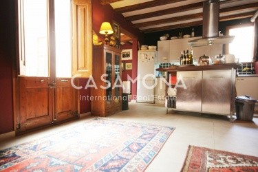 Elegant 120m Apartment in the Heart of El Born with Terrace