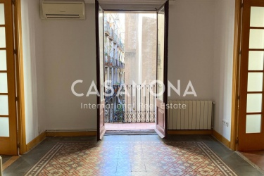 4 Bedroom Apartment with Beautiful Catalan Tiles on Floors and 3 Balconies in El Born