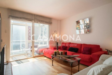 Spacious 4 Bedrooms Apartment with Terrace and Parking Lots in Eixample for Sale