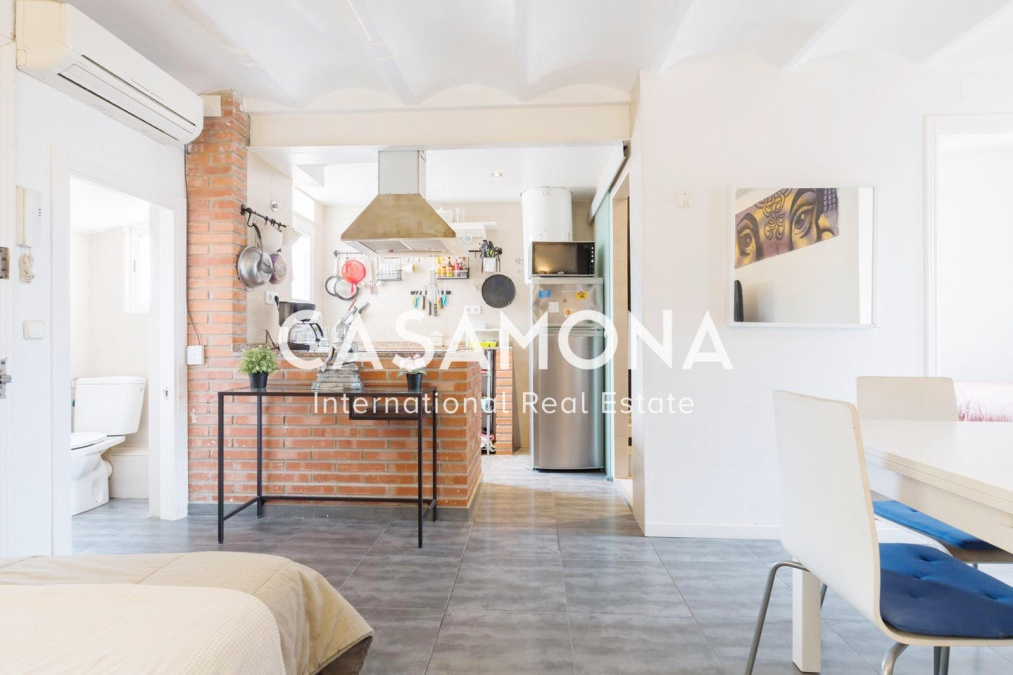 2 Bedroom apartment in Poble Sec with a Terrace and a Touristic license