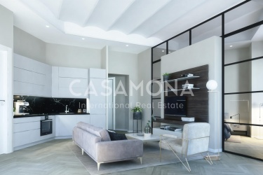 Luxury 3 Bedroom Apartment with Lift and 3 Balconies in the Center of Barcelona
