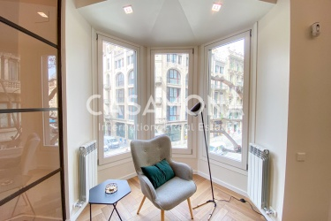Modern and Newly Renovated Apartment with 2 Bedrooms in El Born