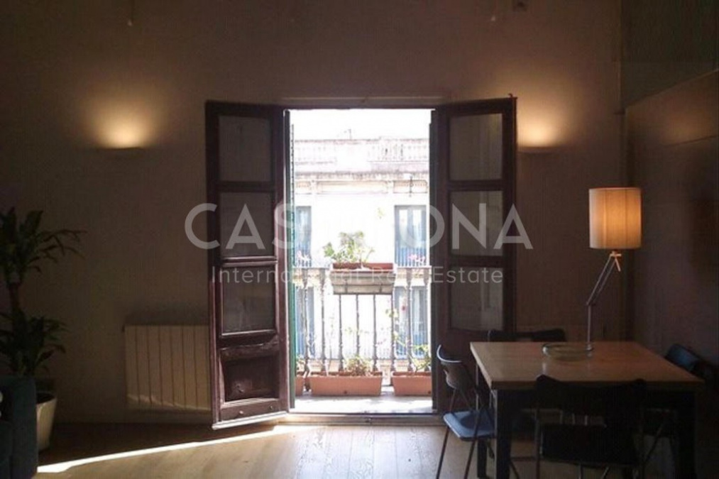 Spacious and Bright 3 Bedroom Apartment with Balcony in Eixample
