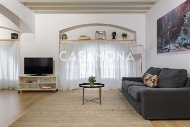 Charming 2 Bedroom Apartment with Communal Terrace in El Born