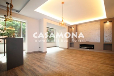 Luxury 5 Bedroom Apartment with Elevator and Parking in Sarrià