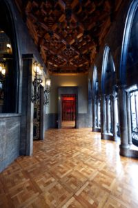 What to do in a rainy day in Barcelona: visit el Palau Guell
