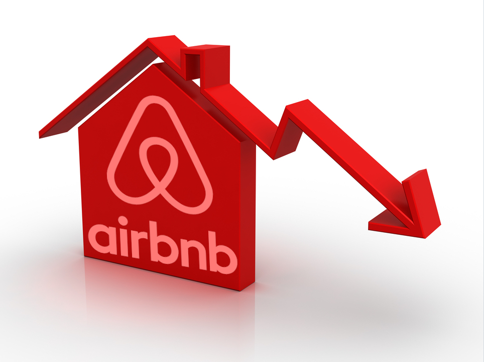 Is Airbnb Really a Solution, or Mostly the Problem in Barcelona? 1 Is Airbnb Really a Solution, or Mostly the Problem in Barcelona?