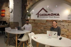 Members of the welcoming Casamona Team against discrimination in real estate